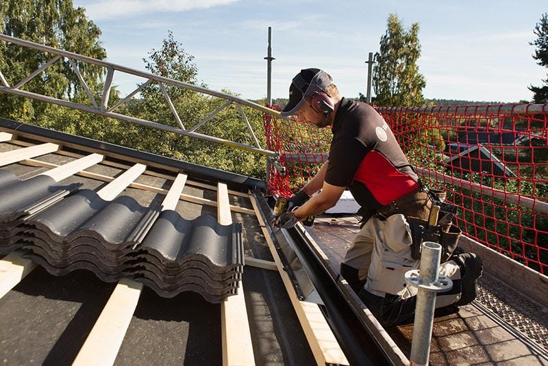Ansvarsfullt och säkert är det att lägga tak med Rustabo-metoden